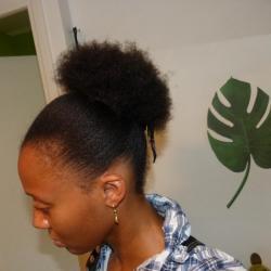 Afro puff (gauche)