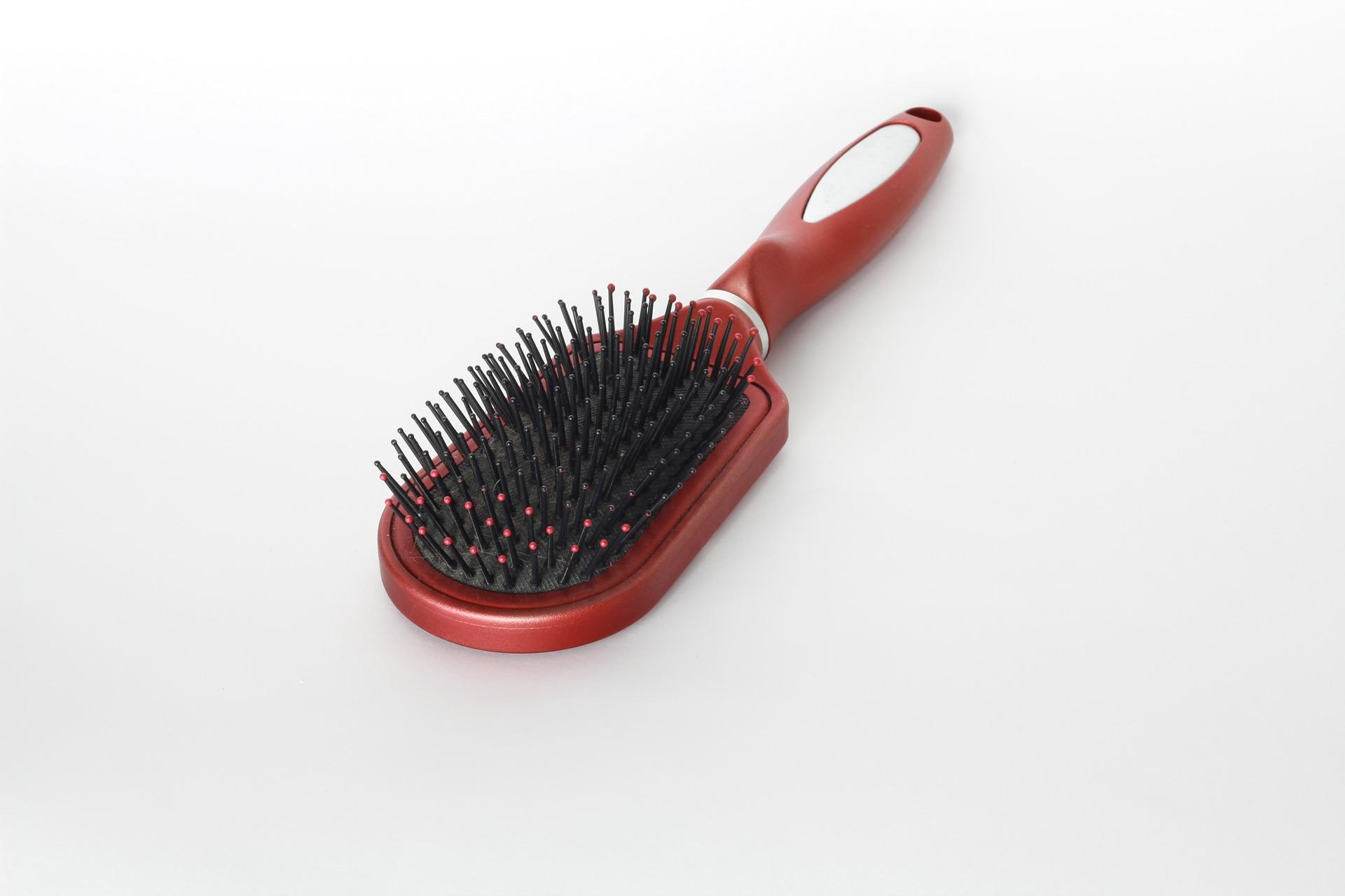 La brosse plate ronde (ou brosse de massage)